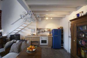 cuisine-sous-un-escalier