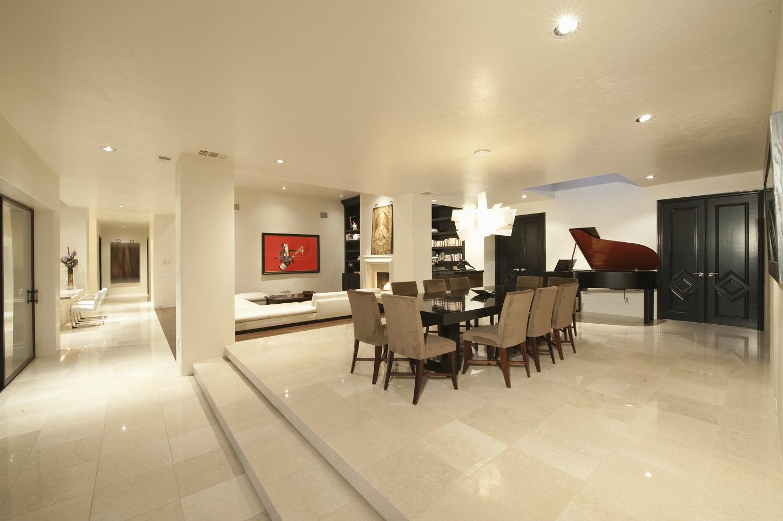 Comment rendre son salon luxueux et chic efnudat - Comment decorer grand salon rendre confortable ...