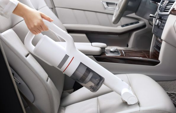 Nettoyage de l'intérieur d'une voiture