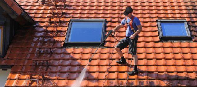 Nettoyer votre toiture : comment procéder ?