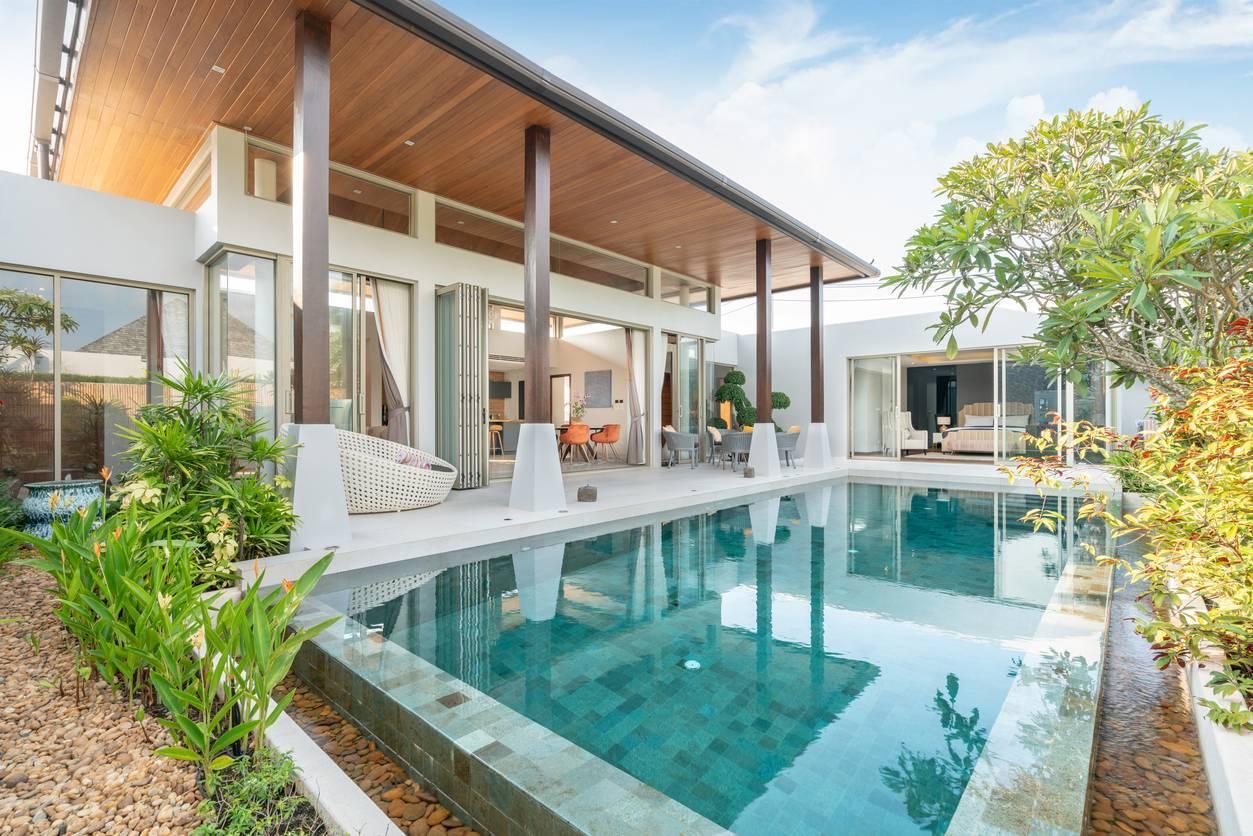 pool house piscine extérieur