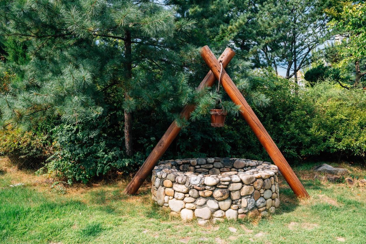 construction puits jardin pompe