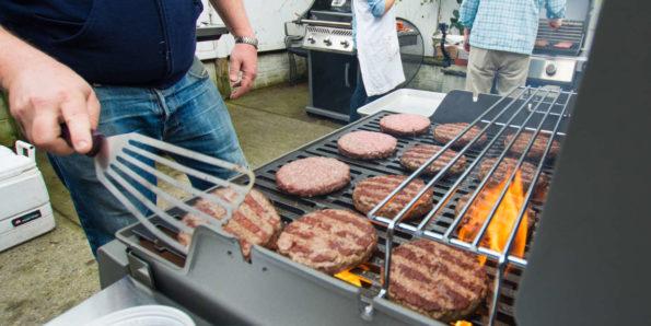 les accessoires indispensables d'un barbecue à gaz